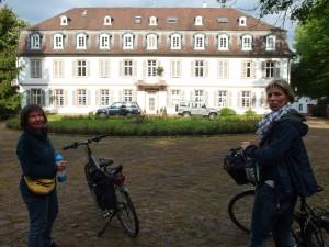 Vor Schloss Philippseich